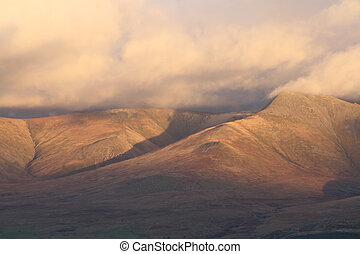 Yr Elen. - A left to right ridge leads to the clouded peak...