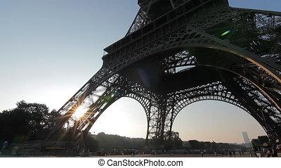 eiffel tower sunrise tilt low angle - eiffel tower sunrise...