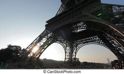 eiffel tower sunrise tilt low angle - eiffel tower sunrise...