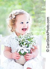 bonito, toddler, menina, flores