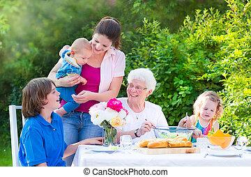 grande, família, grelhando, carne, almoço