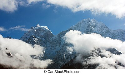 Kangtega and Thamserku - beautiful mounts above the Namche...
