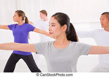 婦女, 瑜伽, 運動, 她, 手, 伸展, 工作室, 健身, 類別