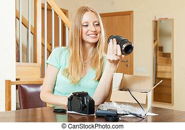 mulher, Novo, digital, câmera, lar