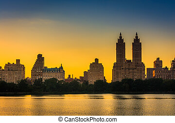 Sunset over Jacqueline Kennedy Onassis Reservoir and...