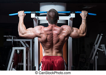 Chin Ups Workout For Back - Male Bodybuilder Doing Heavy...