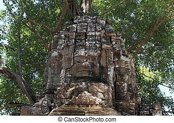 Eastern gopuram at Ta Som in Angkor