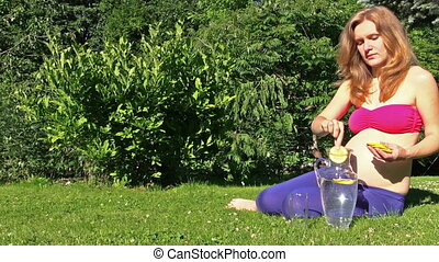 pregnant girl drink water with lemo