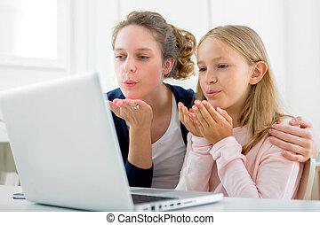 poci?gaj?cy, kobieta, Ma?y, siostra, videocalling