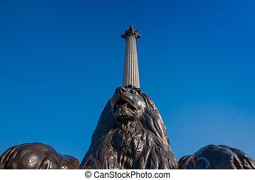 Memorial in Trafalgar square, Londo - Bronze lion and...