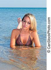 女孩, 海灘, 比基尼