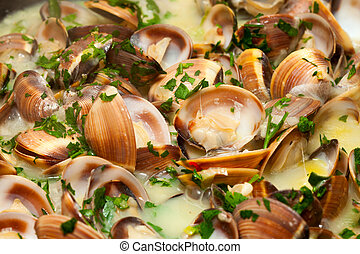 Clams in green sauce, cooked with white wine and parsley