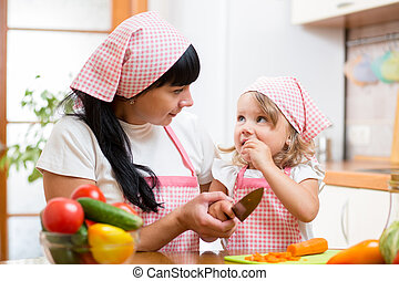 mamá, niño, preparando, sano, alimento, cocina