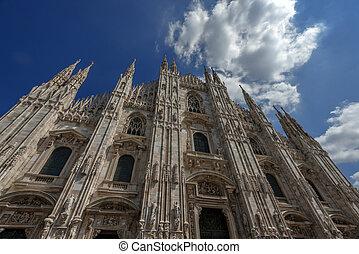 duomo - gothic church on piazza duomo Milan