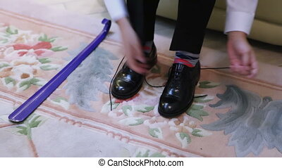 Tying shoelaces teen - Tying the laces on expensive shoes