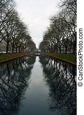 Dusseldorf channel - Dusseldorf - channel along Konings...