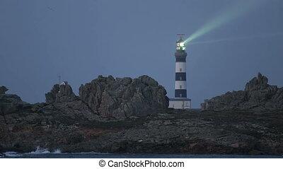 The Creach lighthouse illuminated i - Cr?ac'h lighthouse...