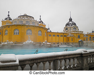Szechenyi thermal bath in Budapest - Szechenyi open air...