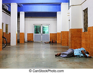 India, poor people sleeping on the floor - Homeless people...