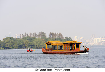 Traditional ship on the Xihu West lake, Hangzhou, China -...