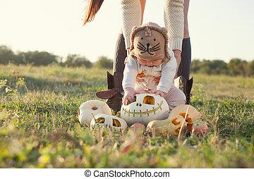 poco, bebé, Ver, Halloween, calabaza, primero, tiempo