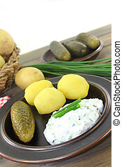 Potatoes and curd - Herb curd with boiled potatoes and...