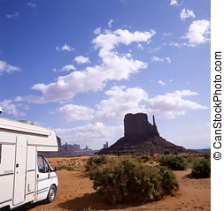 Monument Valley - Camper van in Monument Valley, USA