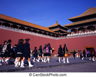 Forbidden city Beiijng - Scdhoolgirls in front of the...