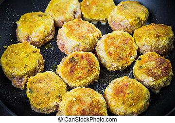 Set chops minced meat during frying - Set chops with minced...