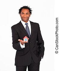 homme affaires, Afro-américain, présentation, maison