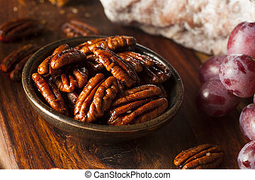 Homemade Candied Pecans with Cinnamon and Sugar
