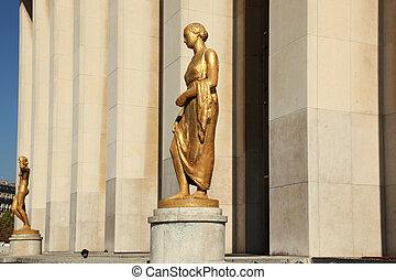 La Campagne Esplanade du Trocadero - the sculpture la...