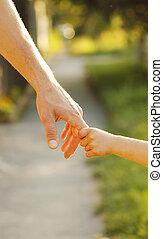 pequeño, niño, asideros, padre, mano