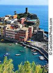 Traditional Mediterranean architecture of Vernazza, Italy -...
