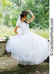 pretty bride in a cowboy hat