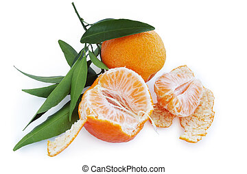 lobule tangerines - ripe tangerines with leaves isolated on...