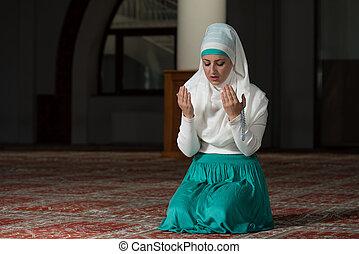 Humble Muslim Prayer Woman - Young Muslim Woman Praying In...