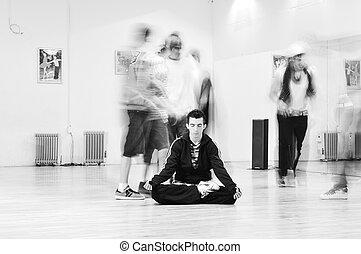 joven, hombre, meditar, yoga