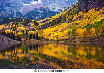 Fall in the Colorado, Maroon Lake and Colorful Forest....