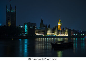 London Big Ben and Parliament House on Thames