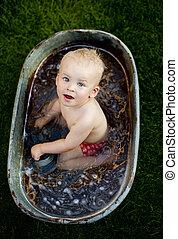 niño, poco, el bañarse, exterior