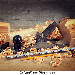 Wood planer and shavings - Wood planer, shavings and hand...