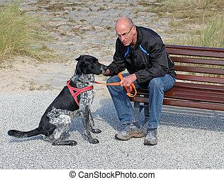 Mnnergesprch - Nordesee Noderney - Mann und Hund im Gesprch...