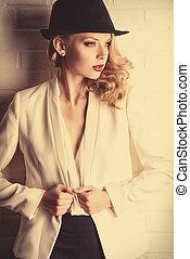 fashion model - Fashion shot of a glamorous blonde woman.