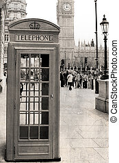 Traditional phone box, London - A traditional phone booth in...