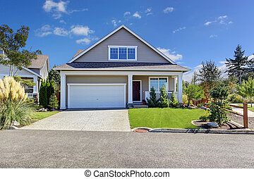 House with beautiful curb appeal. Washington real estate. -...