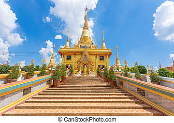 Wat Khiri Wong, The beautiful big golden temple in...