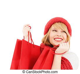 sorrindo, jovem, mulher, com, shopping, sacolas,