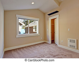 Empty small room with walk in closet