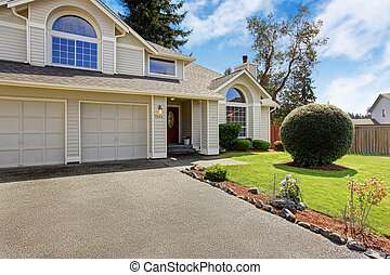 Beautiful house exterior with curb appeal - Luxury house...